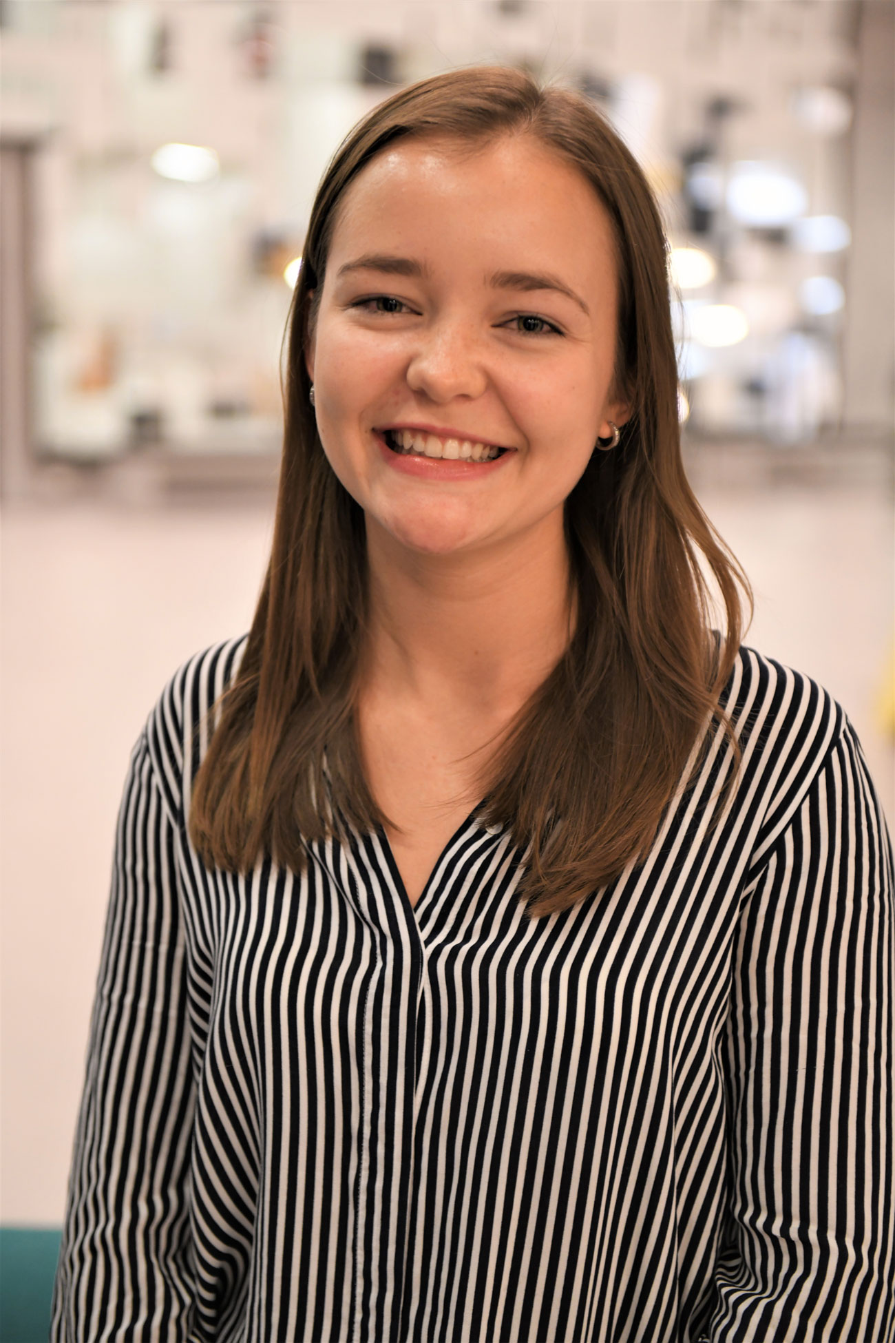 STARTET KVINNELIG BØRSKLUBB: Lisa Naustdal og en gjeng studievenninner gikk sammen og startet en børsklubb bare for kvinnelige studenter ved NHH. Den skal øke finansinteressen hos unge kvinner.