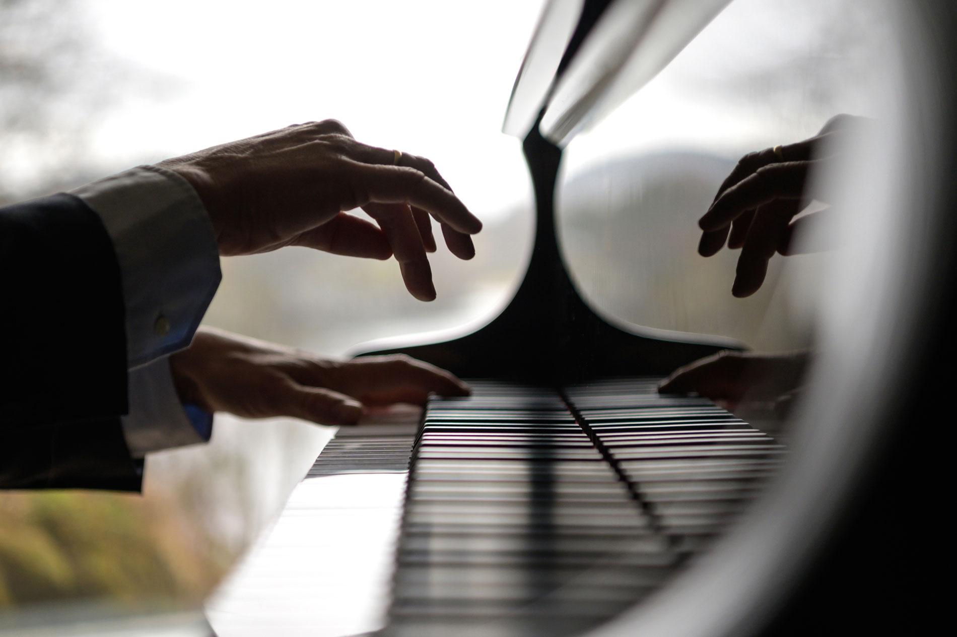 SPILLER DU SELV? – Ingen annen aktivitet stimulerer og aktiviserer hjernen som å spille piano etter noter, forteller Geir Olve.
