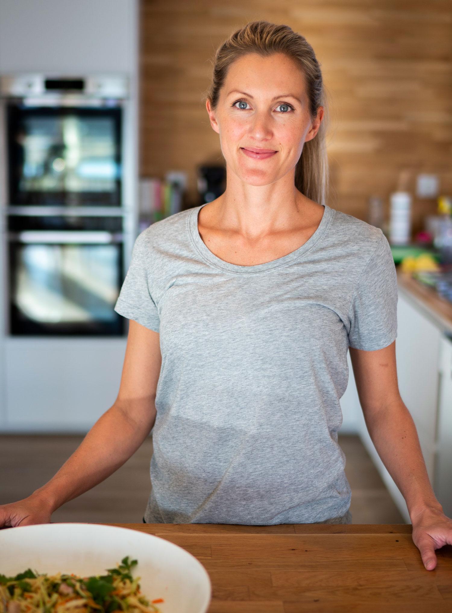 SØRG FOR RIKTIG – OG NOK – MAT: – Mange lar det gå lenge mellom lunsj og middag, noe som resulterer i at man er sulten på jobb og kommer hjem sulten, forteller klinisk ernæringsfysiolog Anette Skarpaas Ramm. (FOTO: Simen Øien)