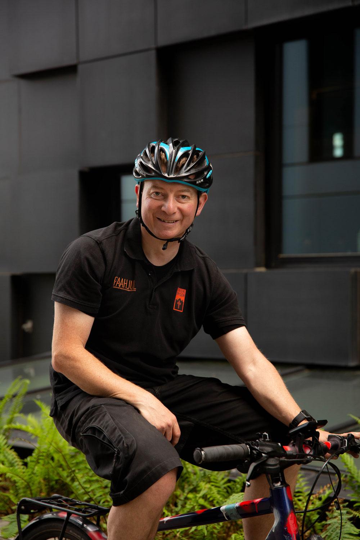 UNIK ORDNING: Ian Luck er fra England. Han har bodd og jobbet i flere land og synes feriepenger er en positiv og særegen ordning i Norge.